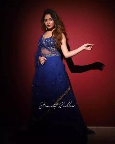 જન્નત ઝુબેર રોયલ બ્લૂ કલરના લહેંગામાં લાગી રહી છે સુંદર